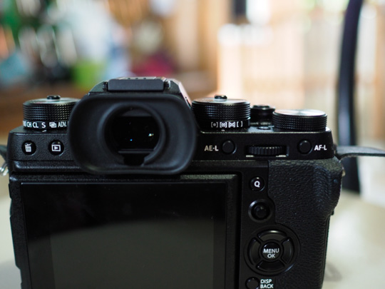 photo of the back of the fuji xt2 camera